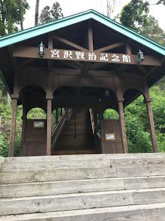 宮沢賢治記念館への歩行者用階段