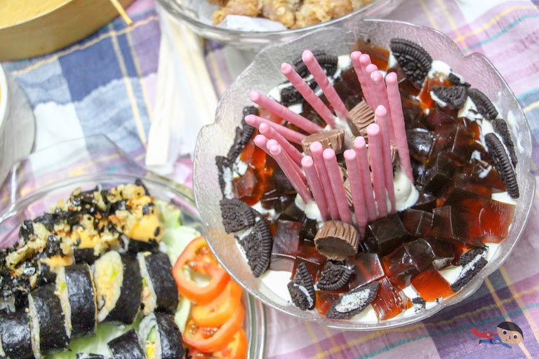 Coffee Jelly with Strawberry Coated Sticks