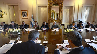 El encuentro del jefe de Estado y sus ministros se llevará a cabo esta mañana en el salón Eva Perón de Casa Rosada, según informa la agencia estatal de noticias Télam.