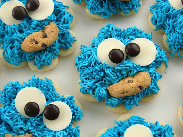 Cookie Monster Cookies from @KatrinasKitchen at www.inkatrinaskitchen.com