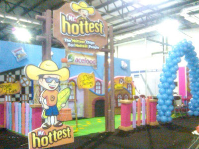 dekorasi balon dan styrofoam stand pameran