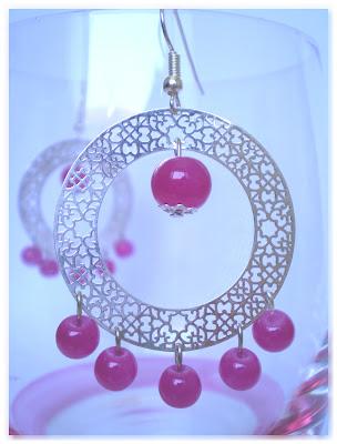 créoles ajourées argentées et perles rondes rose vif