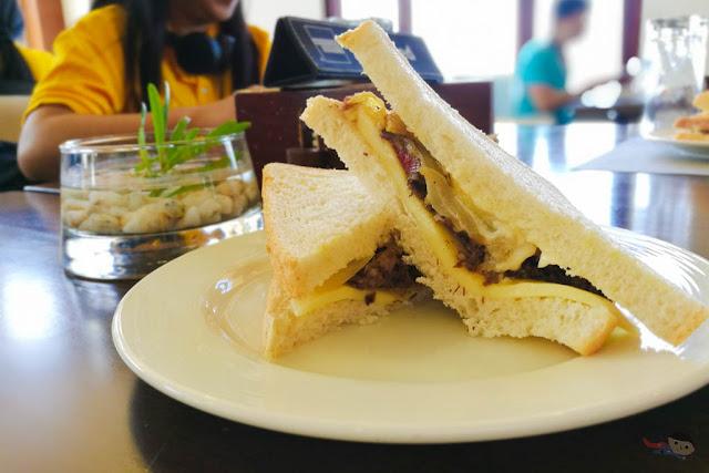 Roast Beef Sandwich of Acea Hotel
