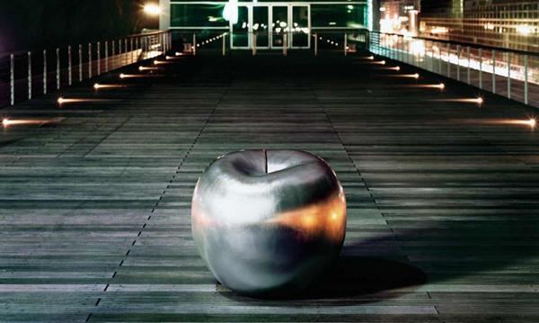 Fabulosas esculturas cerámicas de manzanas.