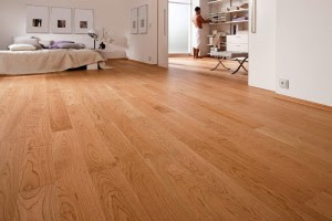 Một sàn nhà đẹp nhờ kết hợp sàn gỗ1