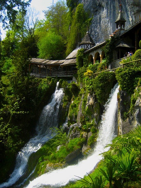 UN LUGAR: St.Beatus Caves 1