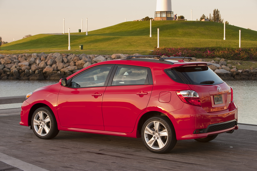 The Toyota Matrix S Awd With Four Sd Automatic Achieves 20 Mpg City And 26 Highway