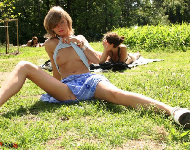 В парке без трусов эротика WWW.EROTICAXXX.RU Потеряла трусики в парке (18+)