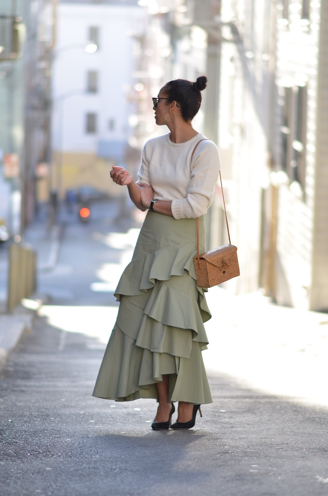 Banana Republic maxi ruffle skirt, box basket bag, brown lip color for fall, cozy and chic fall look, chic fall style, street style