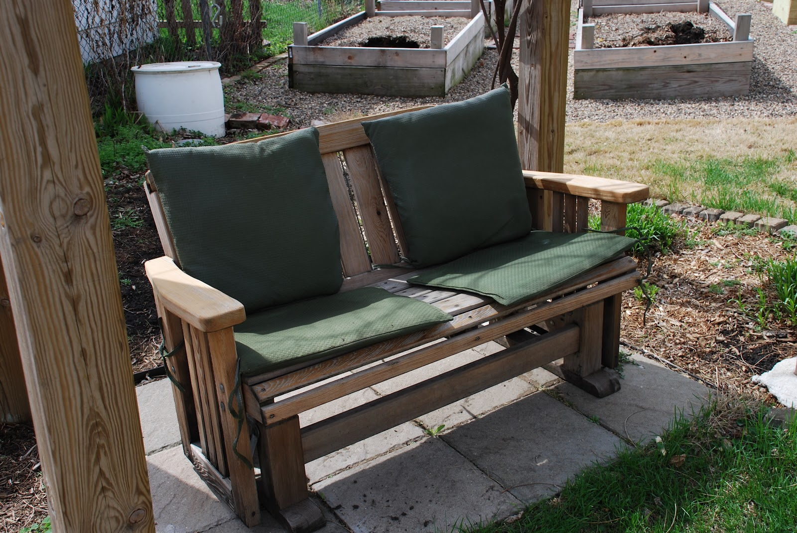 Adventures In Green Living: Glider To Porch Swing- DIY