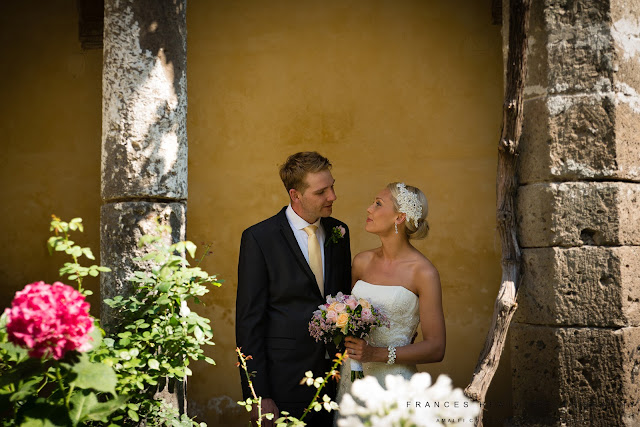 Wedding portraits in San Francesco cloisters