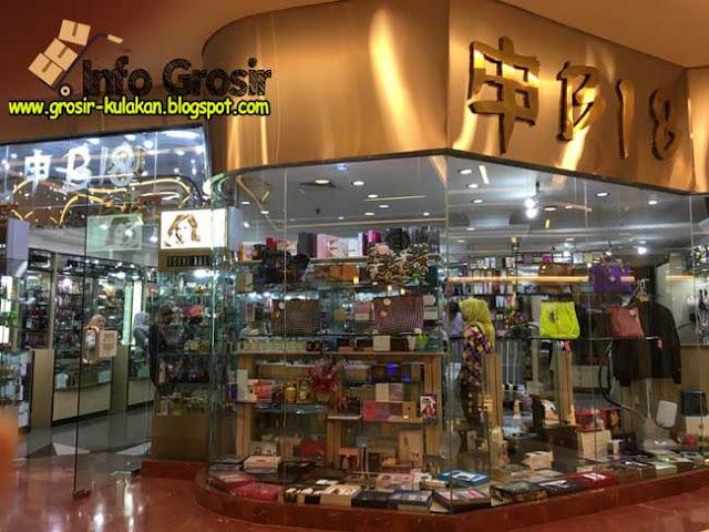 Toko kosmetik murah di Jakarta yang pertama versi  grosir-kulakan.blogspot.com adalah Toko B 18 e54102ccca
