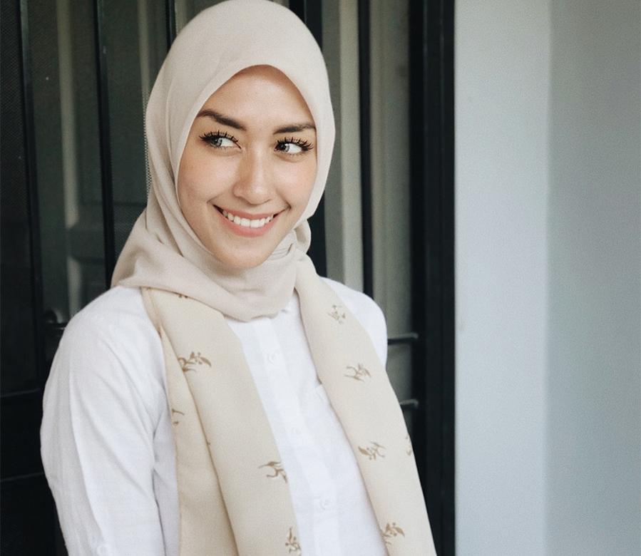 Icha Anisa Senyum