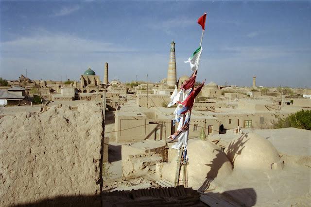 Ouzbékistan, Khiva, minaret Islam Khodja, drapeau de prière, © L. Gigout, 2012