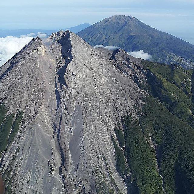 Gunung Merapi Merbabu - Foto instagram halamanjogja