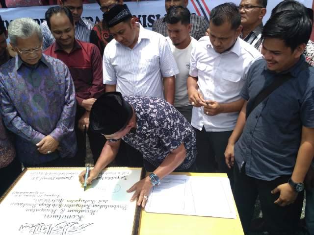 Dukung  Pemekaran Aceh Raya, Calon Bupati Aceh Besar Teken Pakta Intergritas