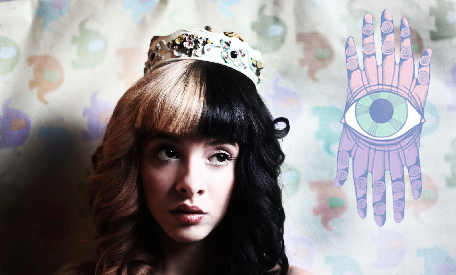 Byt Interviews Melanie Martinez together with 284571270178161075 furthermore Watch also F1 S6580 further 21 Tocadiscos Retro Futuristicos. on old style radio cd player