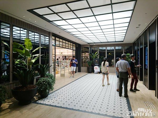樹林百貨公司/秀泰影城把文創和潮流帶進樹林了!一間簡化商業氣息的文創百貨。