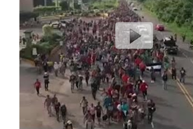 في حدث غير مسبوق ..آلاف المهاجرين يزحفون سيرا الى الولايات المتحدة عبر المكسيك