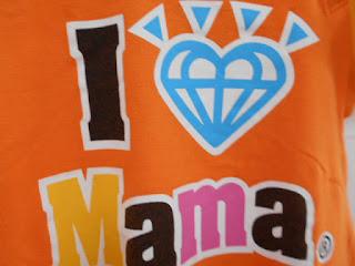 オレンジのTシャツロゴ