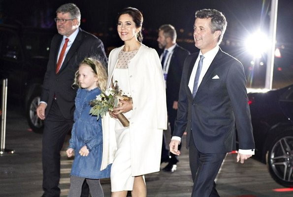 Princess Mary wore Prada coat and Gianvinto Rossi pumps, she carried Judith Leiber Culutch