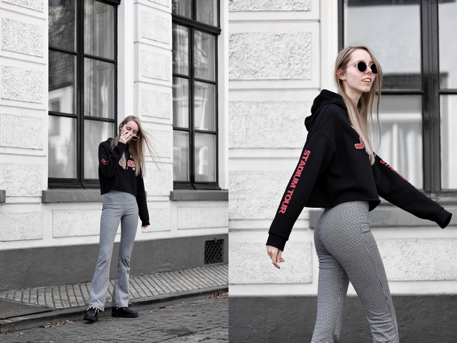 Outfit met flare pied-de-poule broek van Invito cropped hoodie H&M Justin Bieber Stadium Tour Bullboxer biker boots met parels