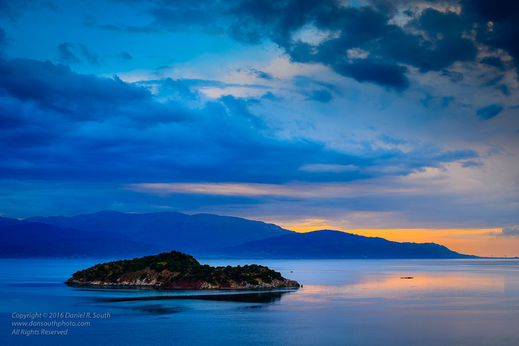 a photo of the gulf of corinth greece at sunset