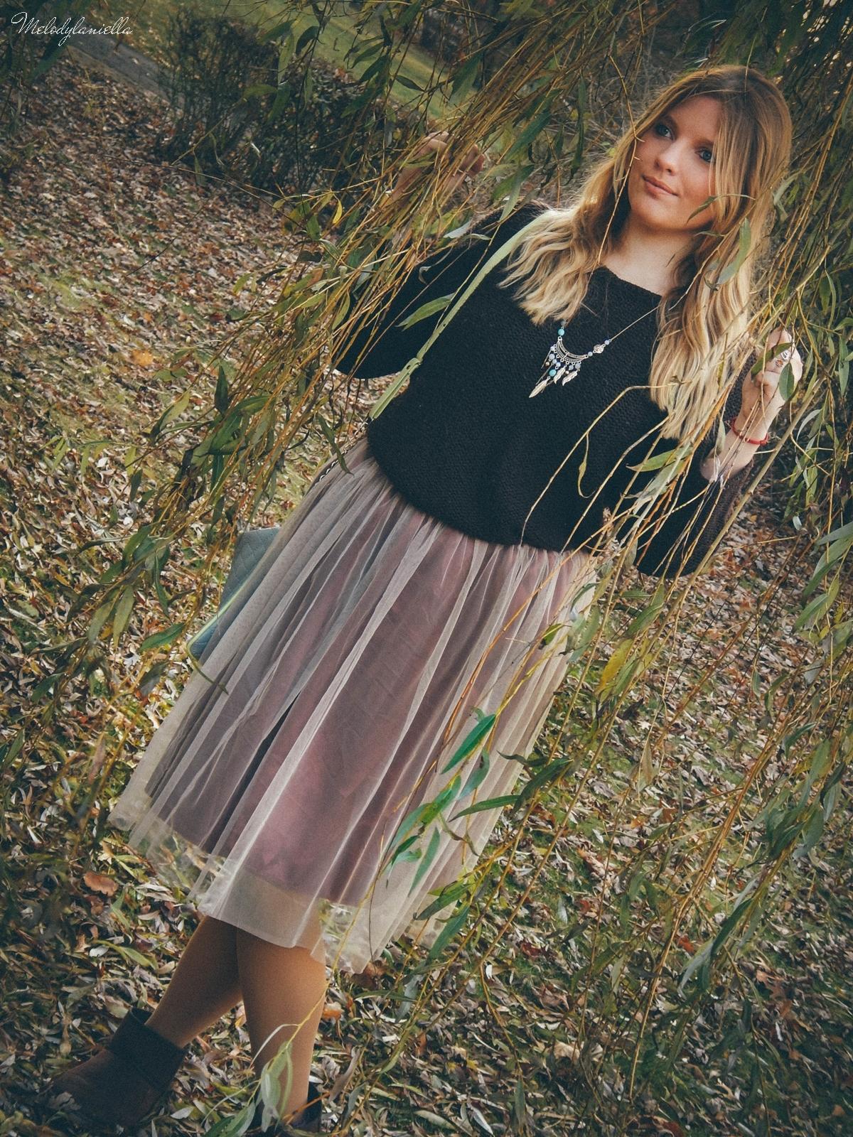 8. jesienna stylizacja tutu tiulowa spódnica dla dorosłych brązowy sweter torebka manzana melodylaniella autumn style fashion ciekawa stylizacja na jesień brązowa spódnica tutu