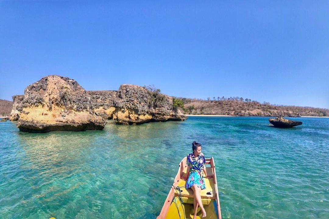 Gambar Tour Pantai Pink Lombok by @anindaapriyani