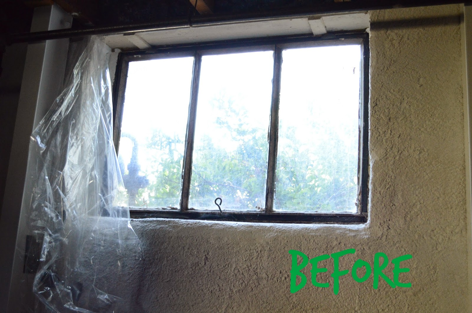 I M Not Sure What Type Of Window That Is Besides Old They Were Drafty Don T Open Unless You Ve Got Biceps Steel And Slowly Ling