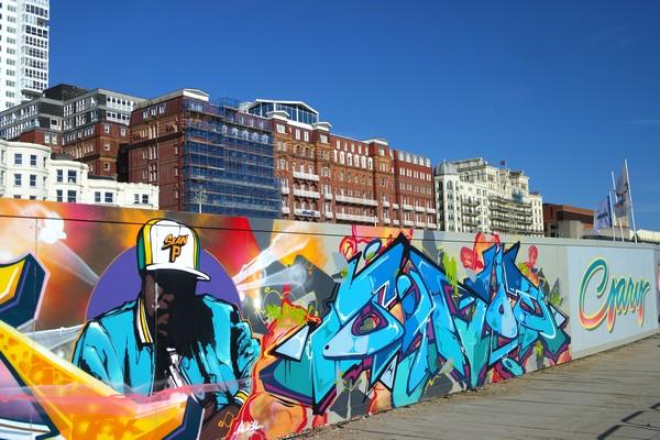brighton seafront front mer street art