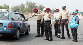 Watch the Video of FRSC official who smashes the side door glass of driver refusing to pull over