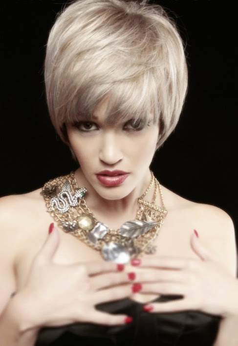 Short-Blonde-Hairstyle-with-Bangs