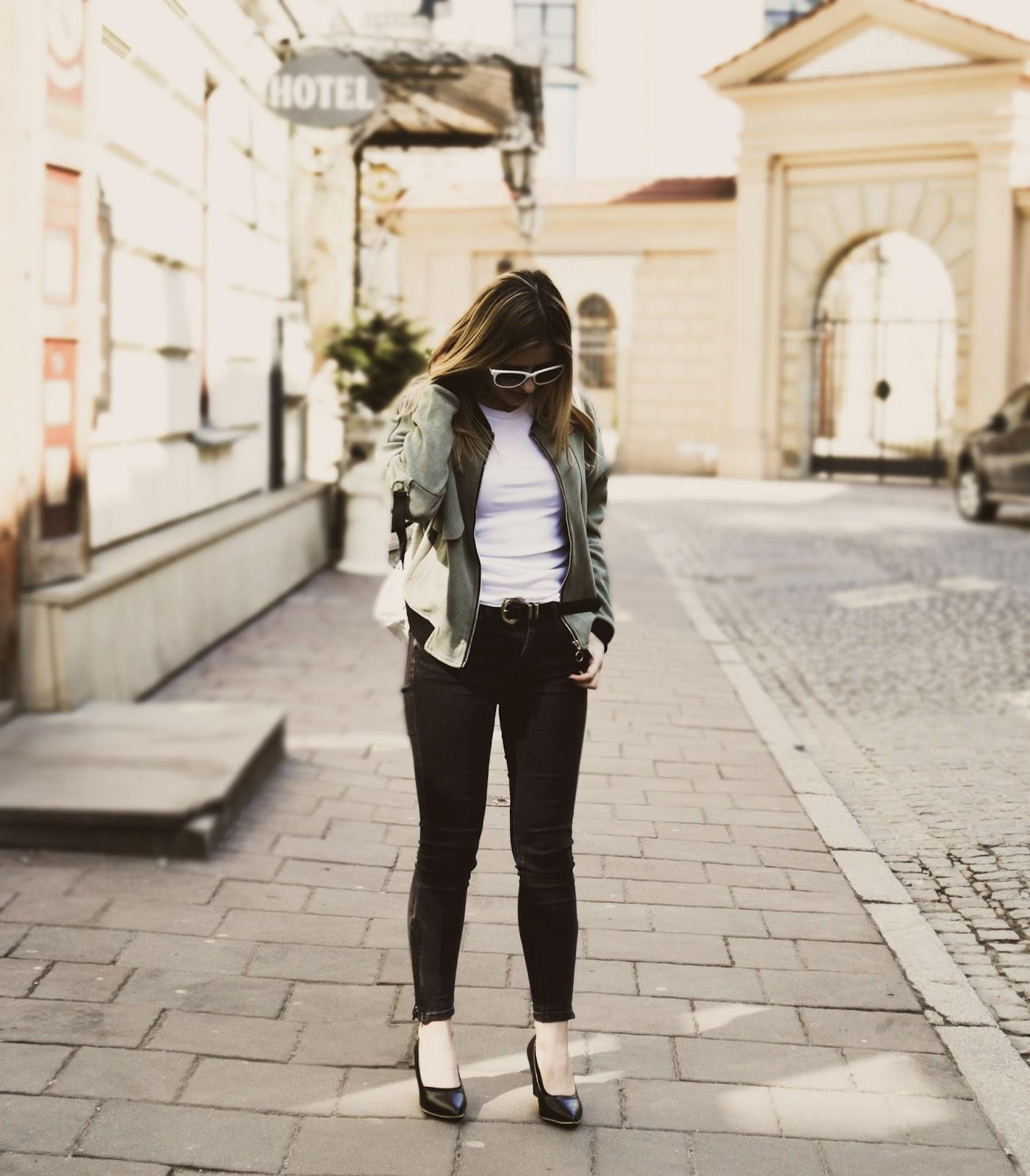 Jak nosić bomberkę