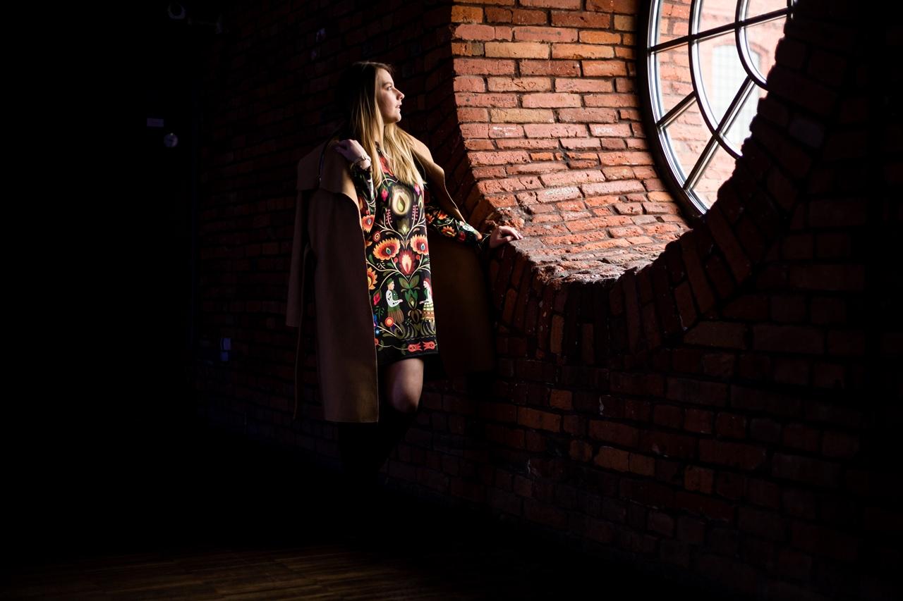 9 folk by koko recenzje opinie jakość sukienka bluza z motywem łowickim kodra folkowe ubrania motywy eleganckie folkowe dodatki kodra łowicka góralskie róże stylizacja polska blogerka łódź moda melodylaniella
