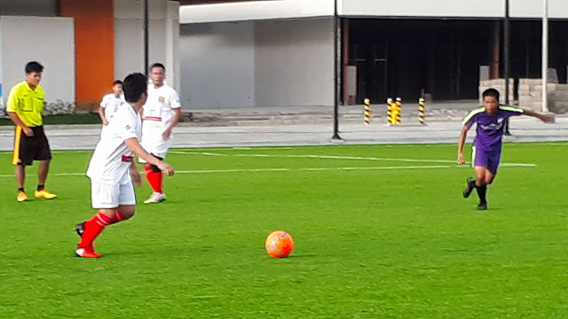 ACF Real Molinillo (white) cruised to a 7-1 win over Lipa Emmanuel FC.