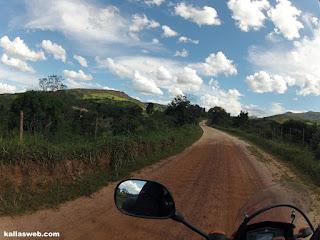"""Muitas """"costelas"""" na estrada próximo ao vilarejo de Santo Antônio do Norte/MG."""