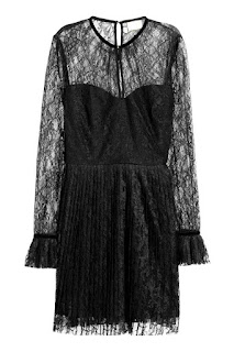 Czarna koronkowa sukienka retro H&M co kupić na wyprzedaży sale H&M blog modowy netstylistka