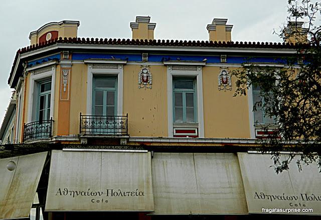 Café no bairro de Thisio, em Atenas