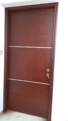 Puerta de madera para interiores en Los Olivos
