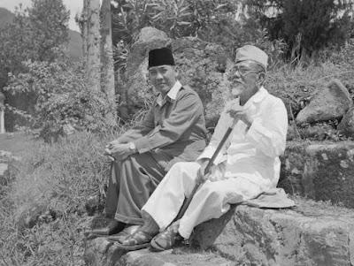 KH Agus Salim bersama presiden soekarno