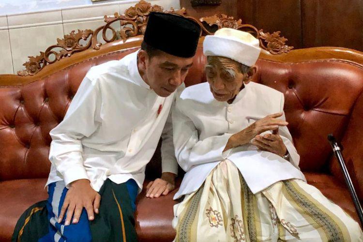 Ini Indikasi Kuat Mbah Moen Dukung Jokowi Kata Sekjen PDIP