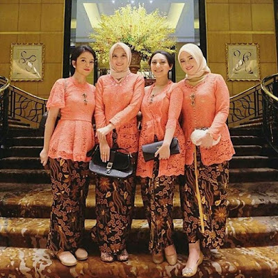 Model Kebaya Modern Broklat Orange Rok Batik Solo