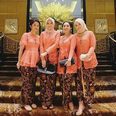 Model Kebaya Modern Broklat Orange Rok Batik Solo