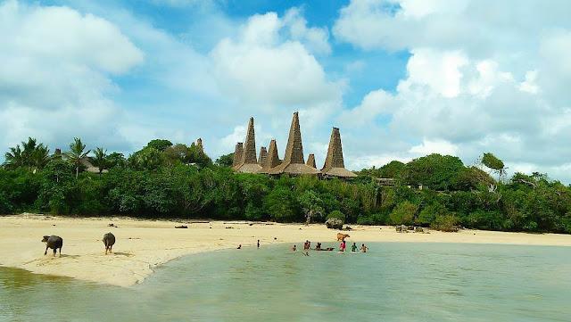 pantai ratenggaro
