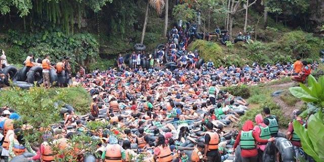 Tempat Wisata di Yogyakarta memang mempunyai banyak sekali variasi yang sangat bermacam-macam Tempat Wisata Terbaik Yang Ada Di Indonesia: Serunya Menyusuri Goa Pindul Yogyakarta, Goa Tapi ada Airnya