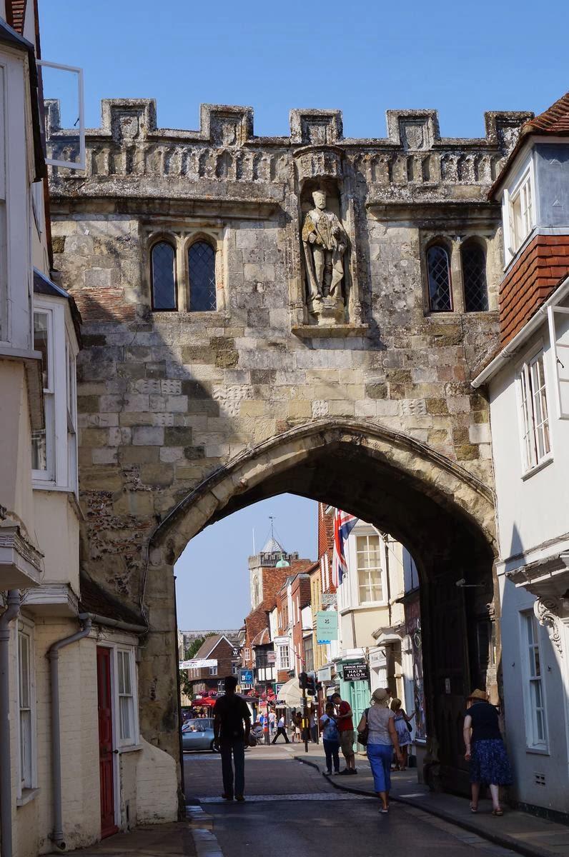 High street Gate