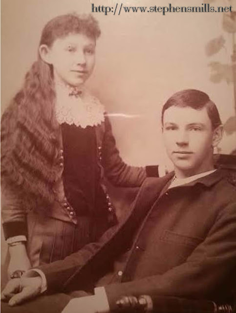Left - Sister -  Wealthy Mable Cox   Born 3/28/1876 - Died 12/21/1947 - Right - Brother Oscar Noyes Cox