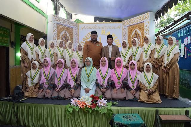 Selamat kepada Wisudawati Tahfizdul Quran Banu Hasyim yang Ke-1