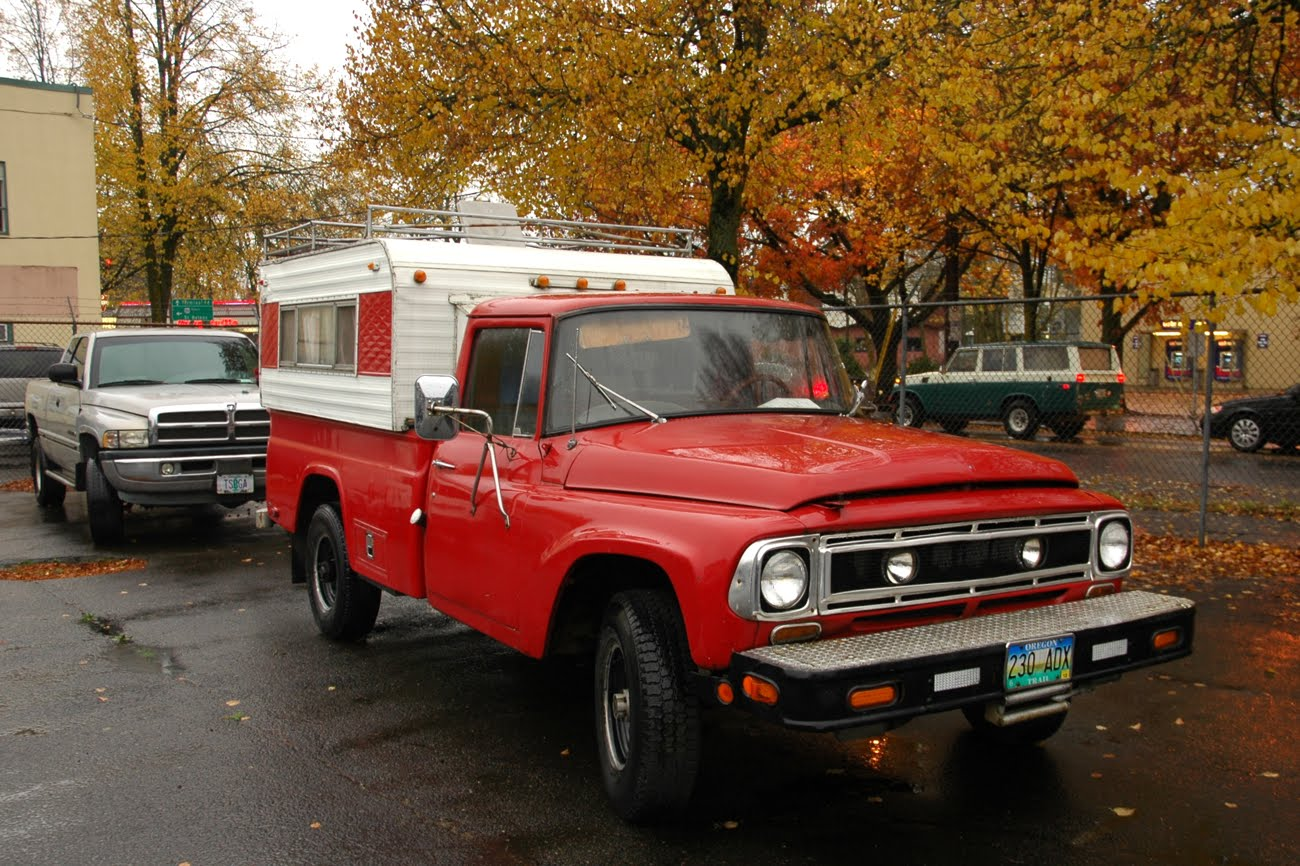 OLD PARKED CARS : 1965 International C1200 4wd